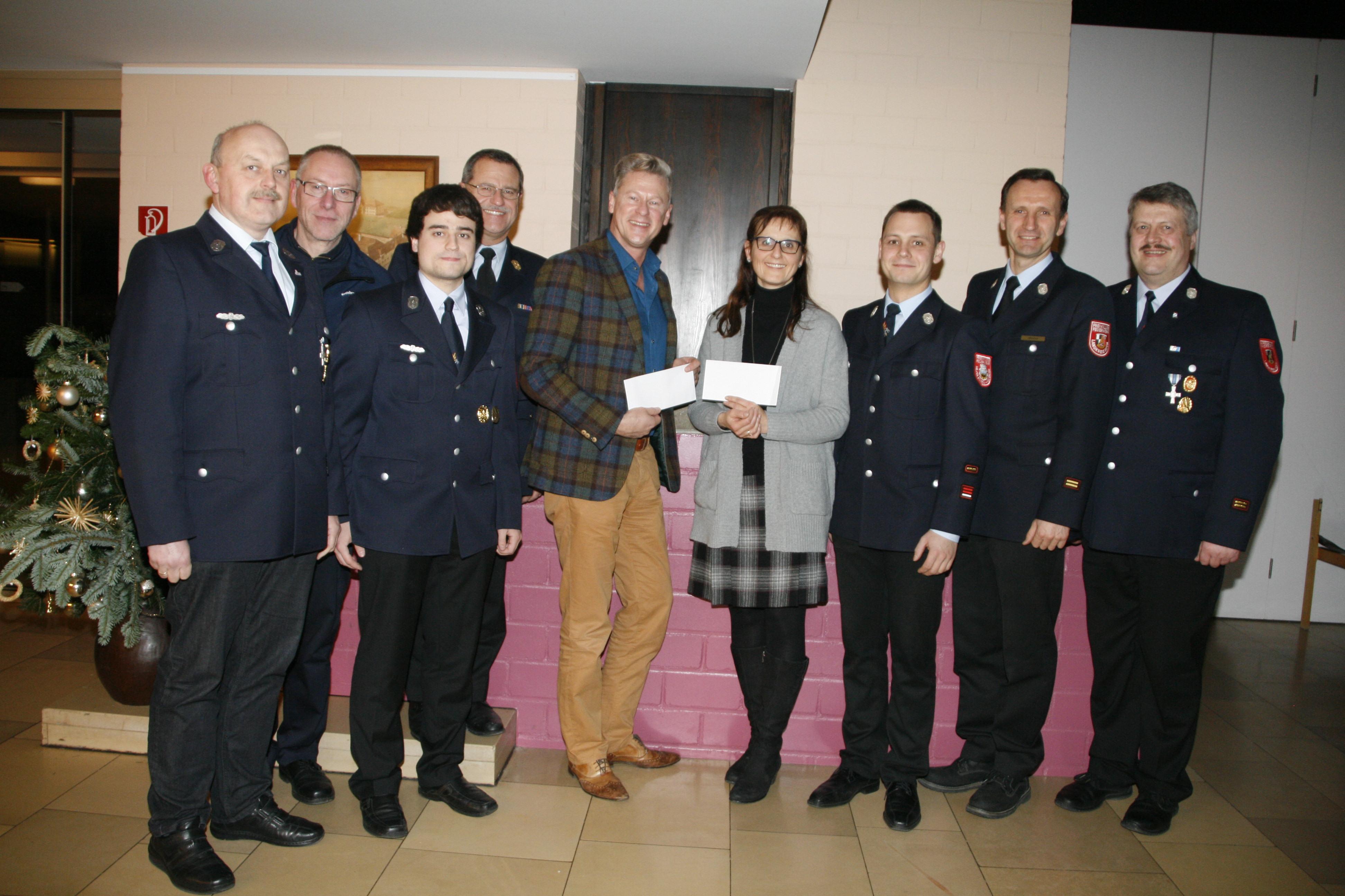 Spendenübergabe der Feuerwehren an Auhof und Zell 2015-1